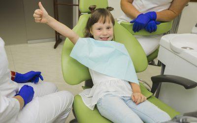 ¿A qué edad hay que llevar a los niños al dentista? Respondemos a tus preguntas.